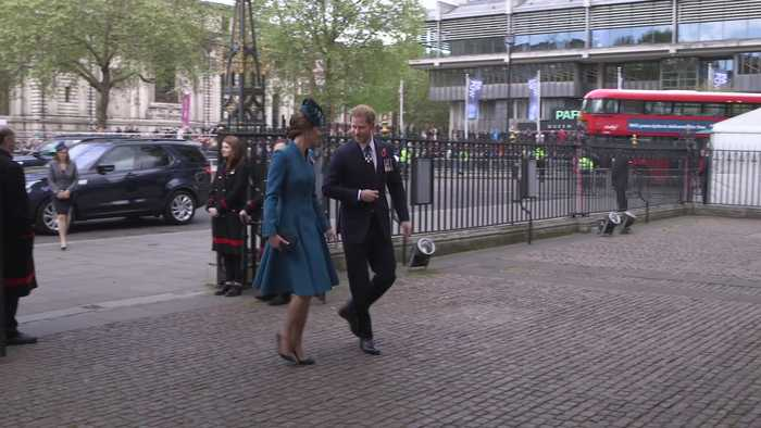 Harry and Kate arrive for Anzac Day service