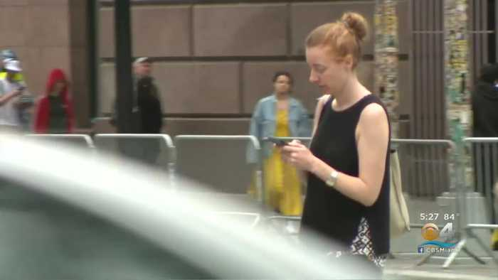 States Aim To Make Texting While Walking Illegal