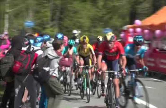 Carapaz wins Stage 14 and takes overall Giro lead