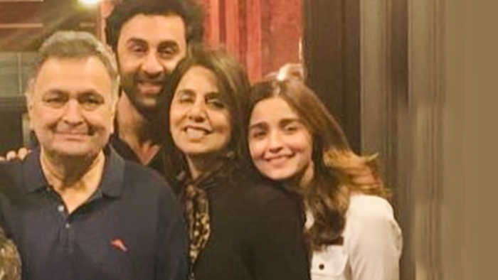 Alia Bhatt POSES With Ranbir Kapoor, Aishwarya, Abhishek, Aaradhya In New York