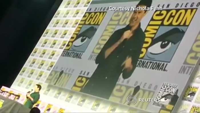 Tom Cruise surprises fans at Comic-Con