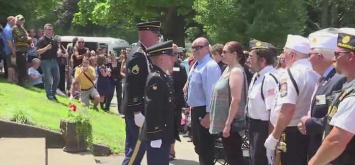 3,000 turn out for veteran's funeral