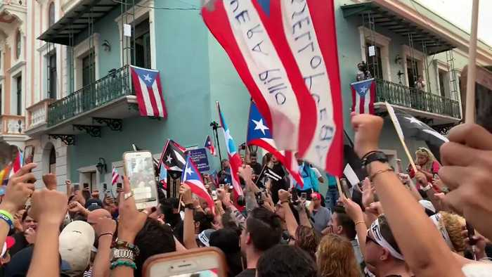 Presidential Hopeful Tulsi Gabbard Joins Protesters in San Juan to Call for Resignation of Governor