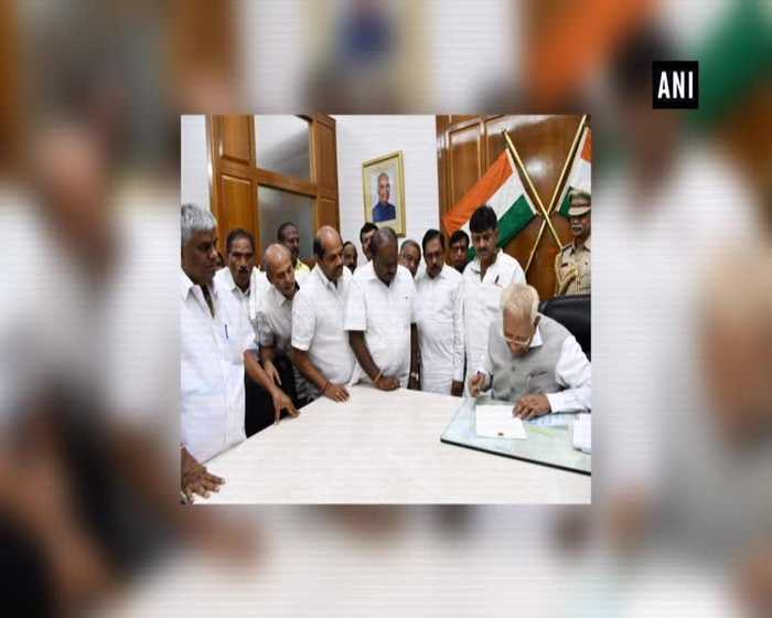 Governor Vajubhai Vala accepts HD Kumaraswamy's resignation