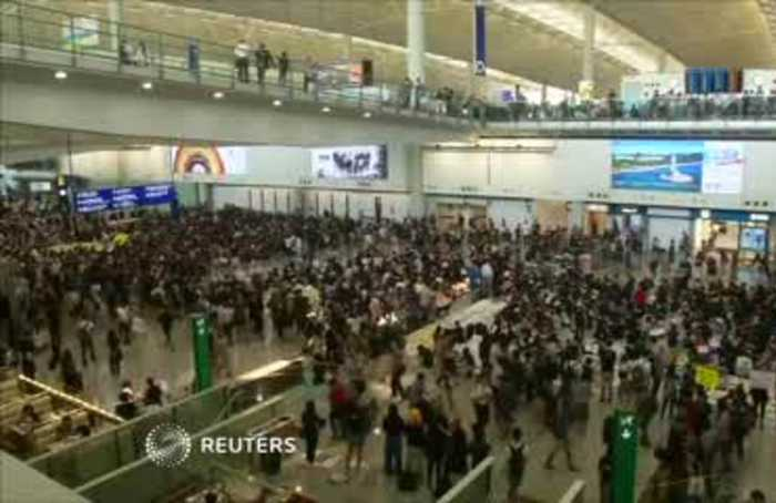 Hong Kong airport protesters 'thank' civil servants for support