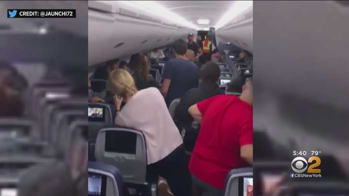 Passengers Stuck On Plane At JFK For 8 Hours