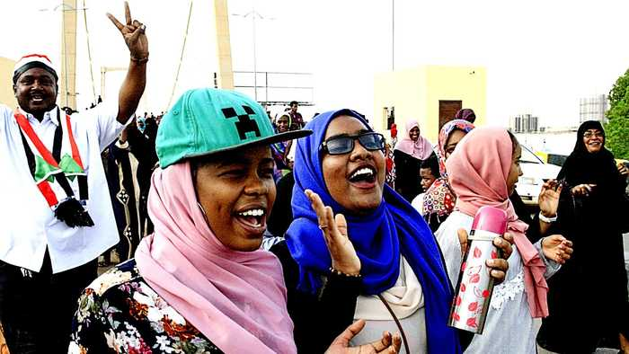 Sudan protest leaders, military sign transitional government deal