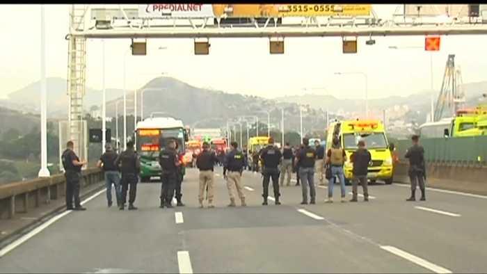 Bus hijacked on Rio Bridge