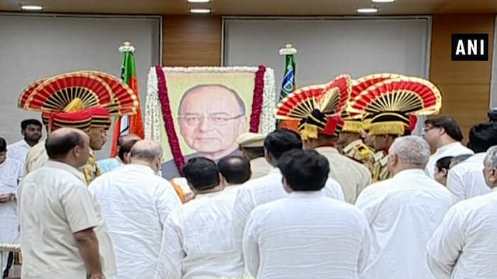 Jaitley's mortal remains brought to BJP office, leaders pay last respect