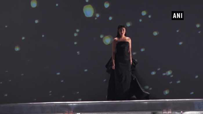 Lakme Fashion Week 2019 Kareena Kapoor Khan graces ramp at grand finale