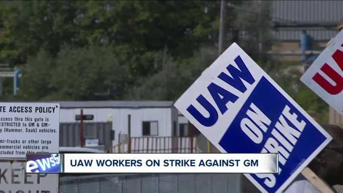Striking workers draw picket line as UAW, General Motors dig in