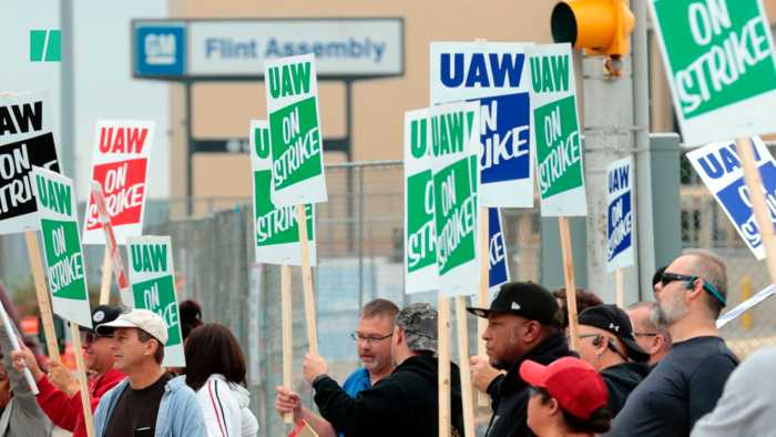Auto Workers Shut Down GM Plants