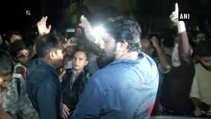 Babul Supriyo heckled at Kolkata Jadavpur University