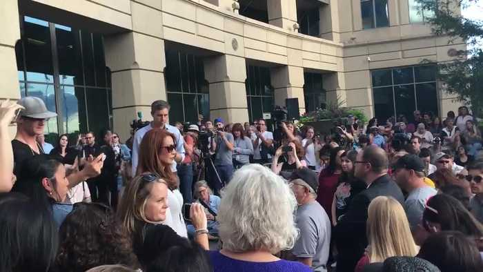 Woman confronts O'Rourke on gun confiscation pan