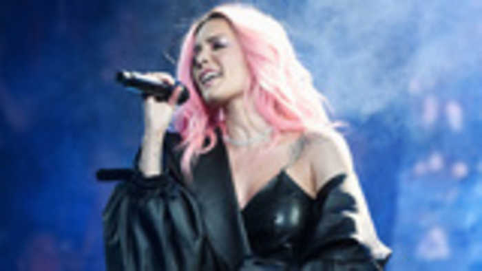 Halsey Announces Manic World Tour, Reveals 'First Installment' of Dates   Billboard News