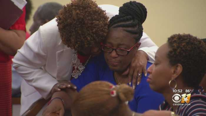 Botham Jean's Family Spends Time In Prayer Ahead Of Dallas Trial