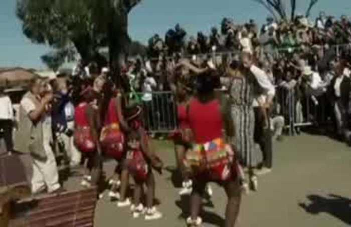 Harry and Meghan bust a move during visit to Cape Town township