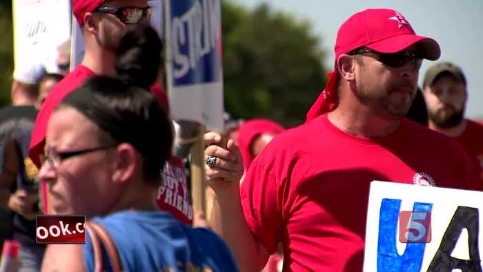 Wedding day doesn't stop Spring Hill couple from joining GM strike