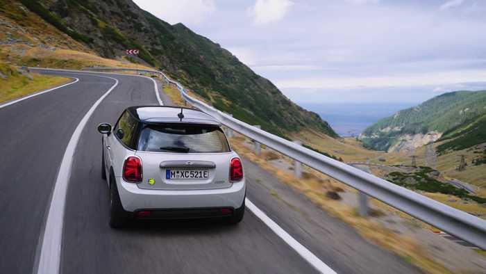 The new MINI Cooper SE - adventure tour on the