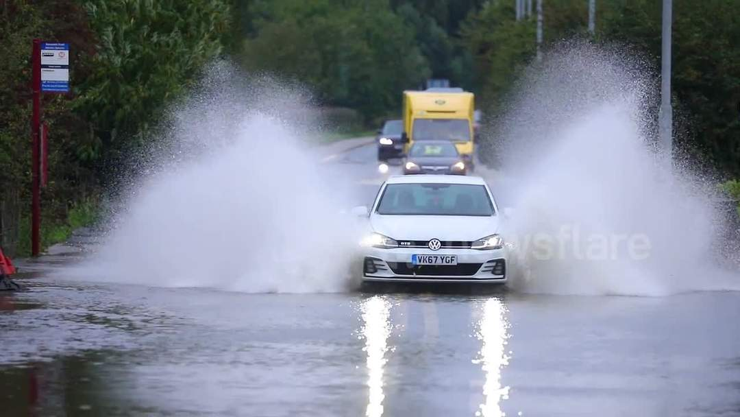 Road to Castleford in Yorkshire flooded as river bursts banks