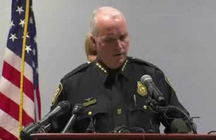 Texas officer resigns after shooting woman