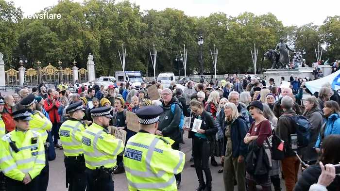 Two Extinction Rebellion protesters arrested outside Buckingham Palace gates