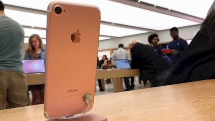 Apple to Release a 'Dirt Cheap' iPhone in 2020