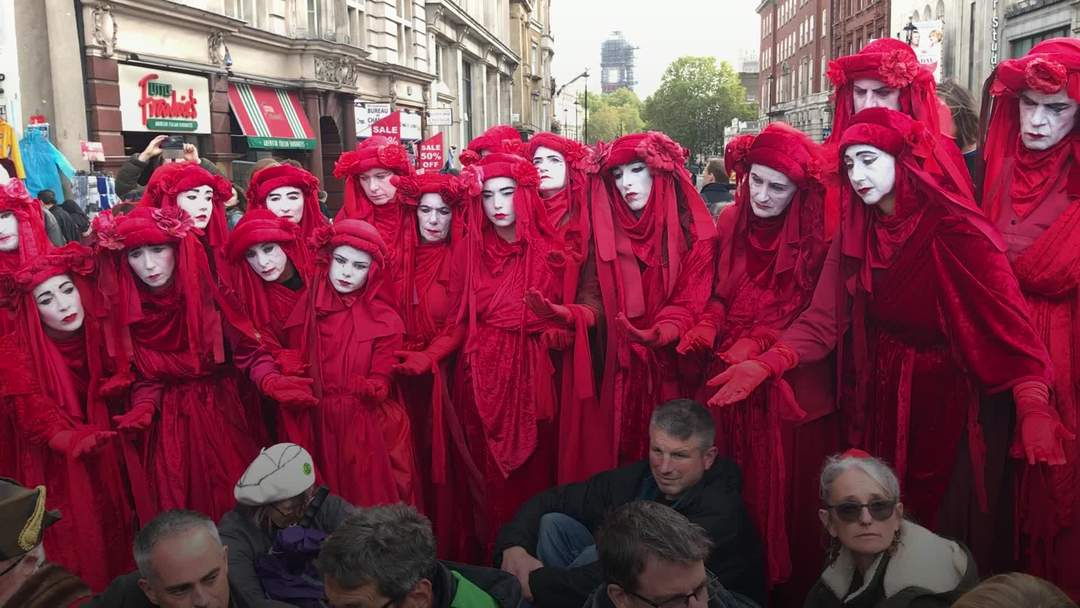 Arrests in Trafalgar Square as Extinction Rebellion activists defy protest ban
