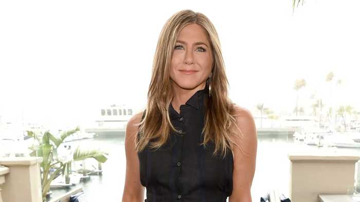 Jennifer Aniston Debuts on Instagram With Epic 'Friends' Cast Reunion Photo   THR News