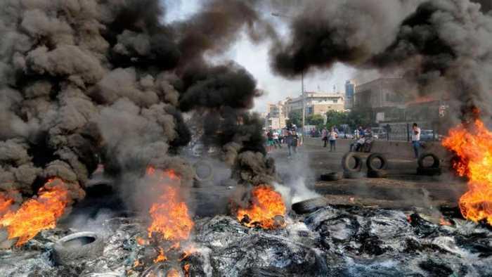 Amid protests, Lebanon's Hariri sets deadline to resolve crisis