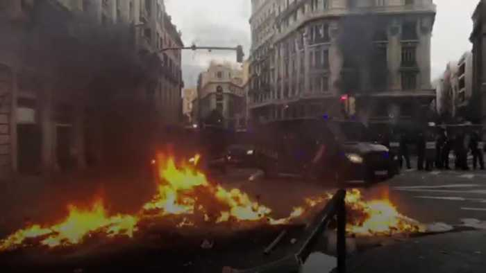 Protesters clash with police in Barcelona