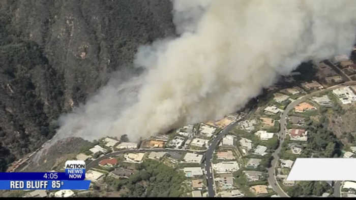 Wildfire burns near hilltop homes in Los Angeles