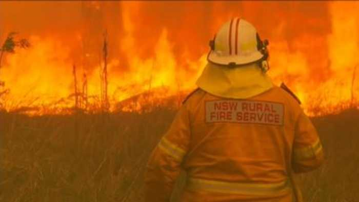 Australia bushfire: 'Catastrophic' fire danger as thousands flee homes