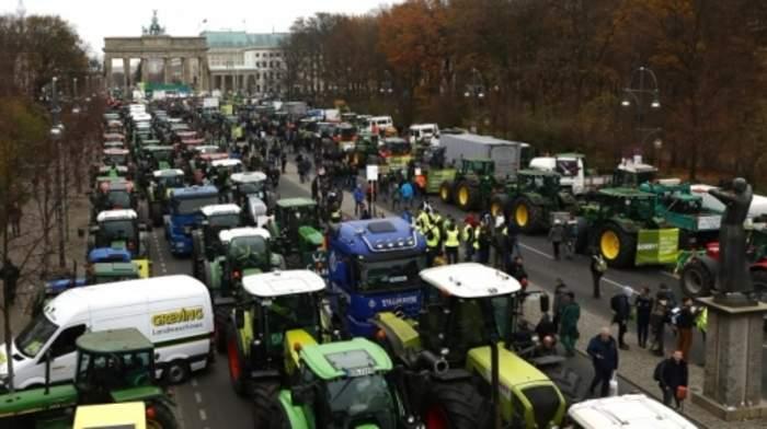Thousands of tractors park in protest across EU