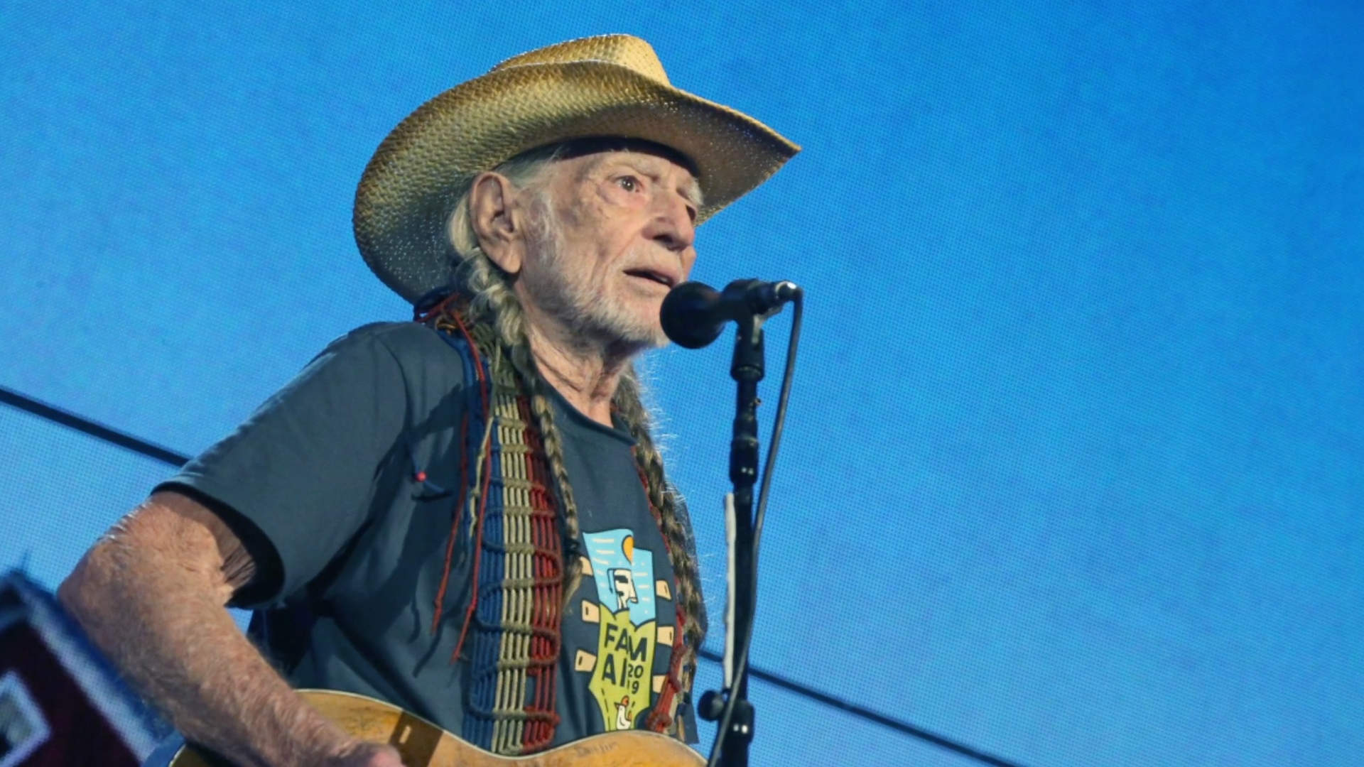 Willie Nelson says he has quit smoking