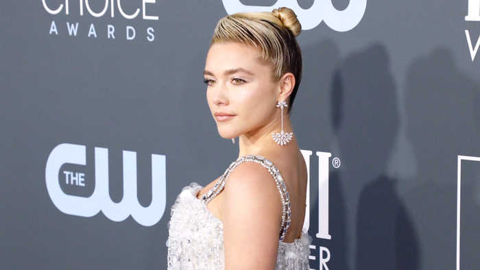 Florence Pugh Fat >> Florence Pugh Asks Scarlett Johansson To Hold One News