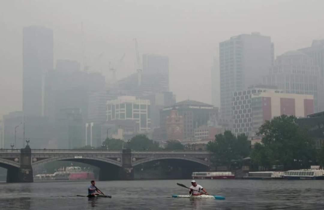 Australian Open matches delayed by smoke