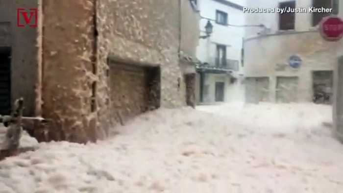 Watch as Foam Fills Streets of Spanish City Hit by Storm Gloria