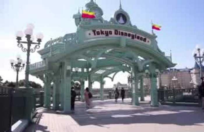 Tokyo Disneyland to close through mid-March