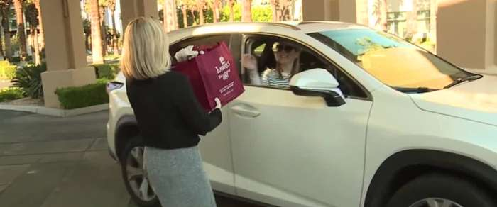 Las Vegas restaurant offering curbside pickup with minimal human contact