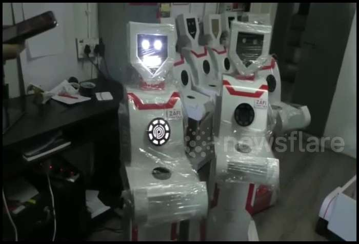 Robots used in Indian hospital to serve COVID-19 patients medicine