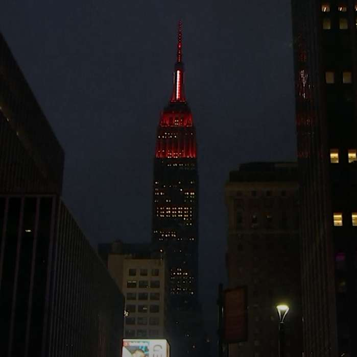 Empire State Building flashes red siren to honor first responders