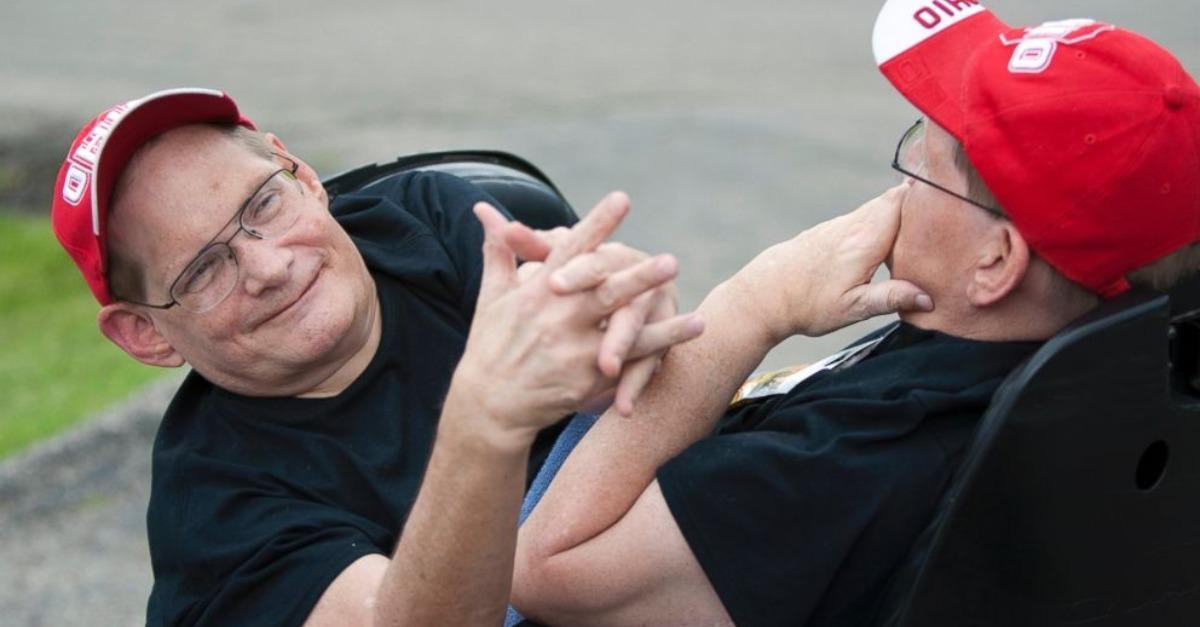 Les plus vieux frères siamois au monde Ronnie et Donnie décèdent à 68 ans (photos)