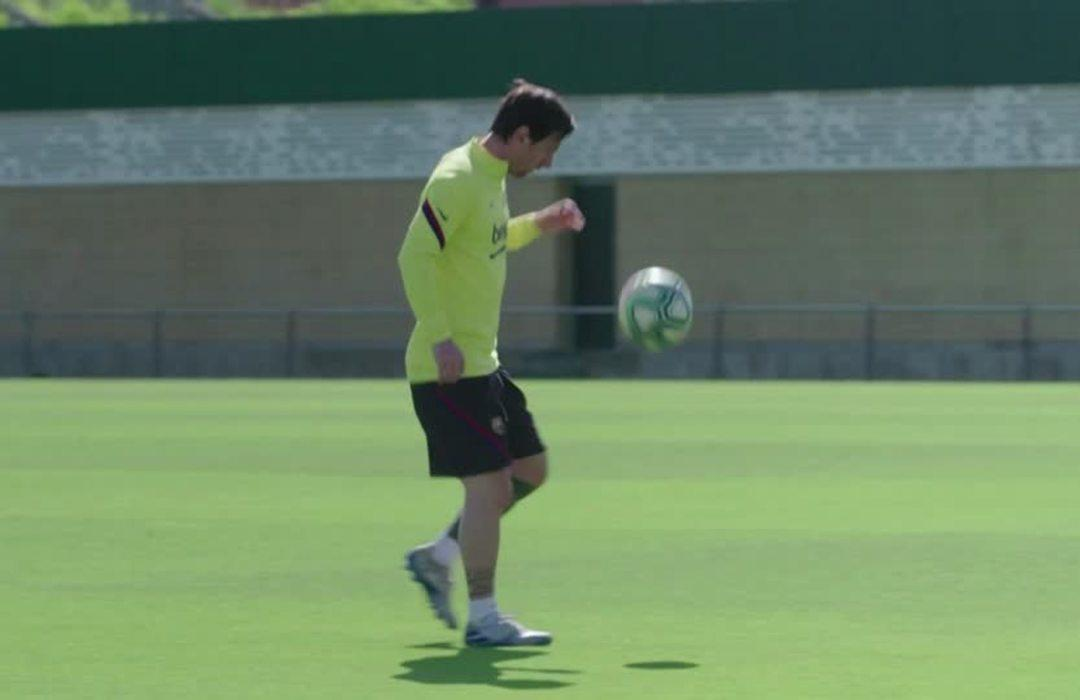 Barcelona players cars cleaned and disinfected while they train