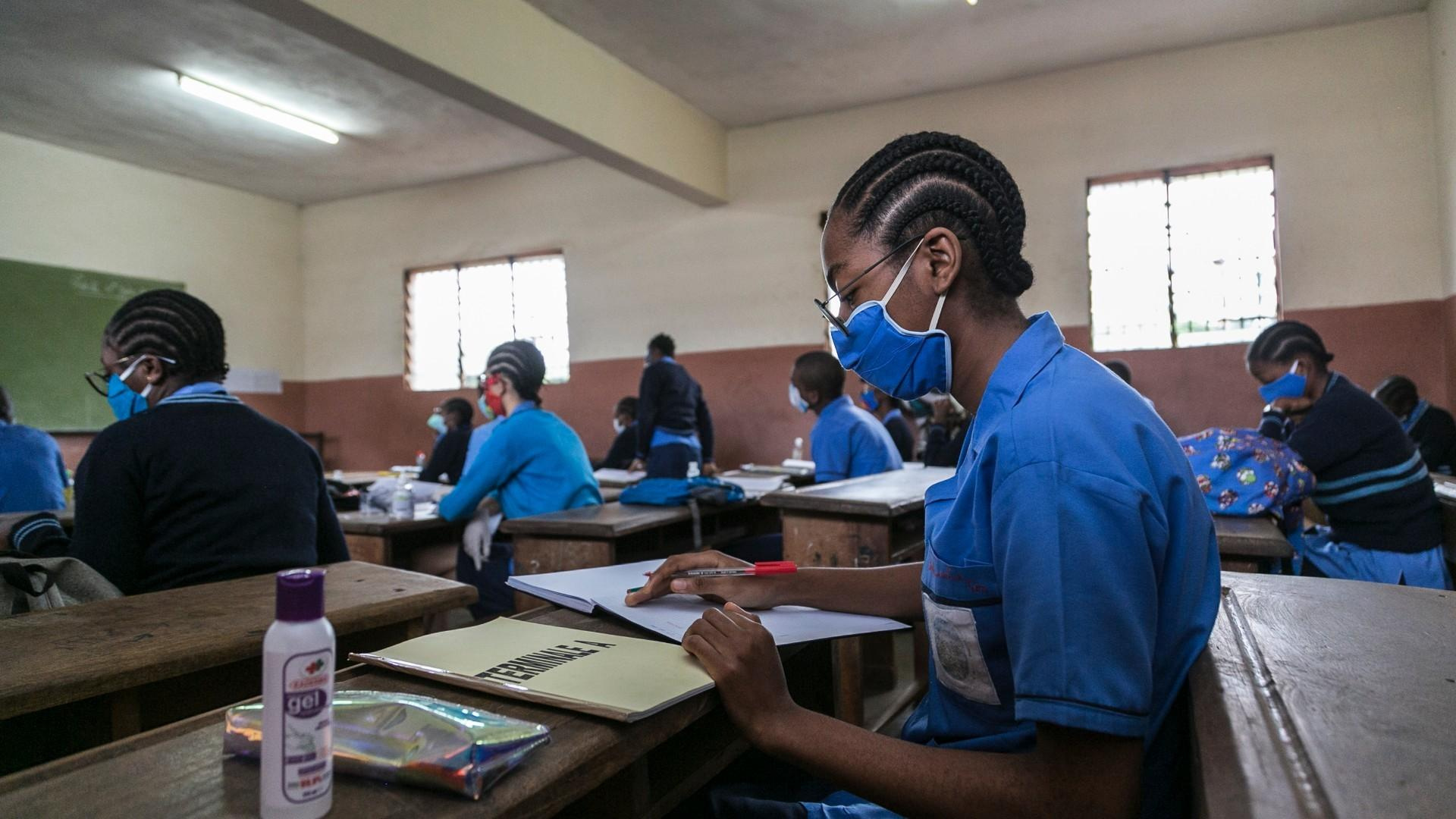 Cameroon: Gov't criticised for reopening schools, airports