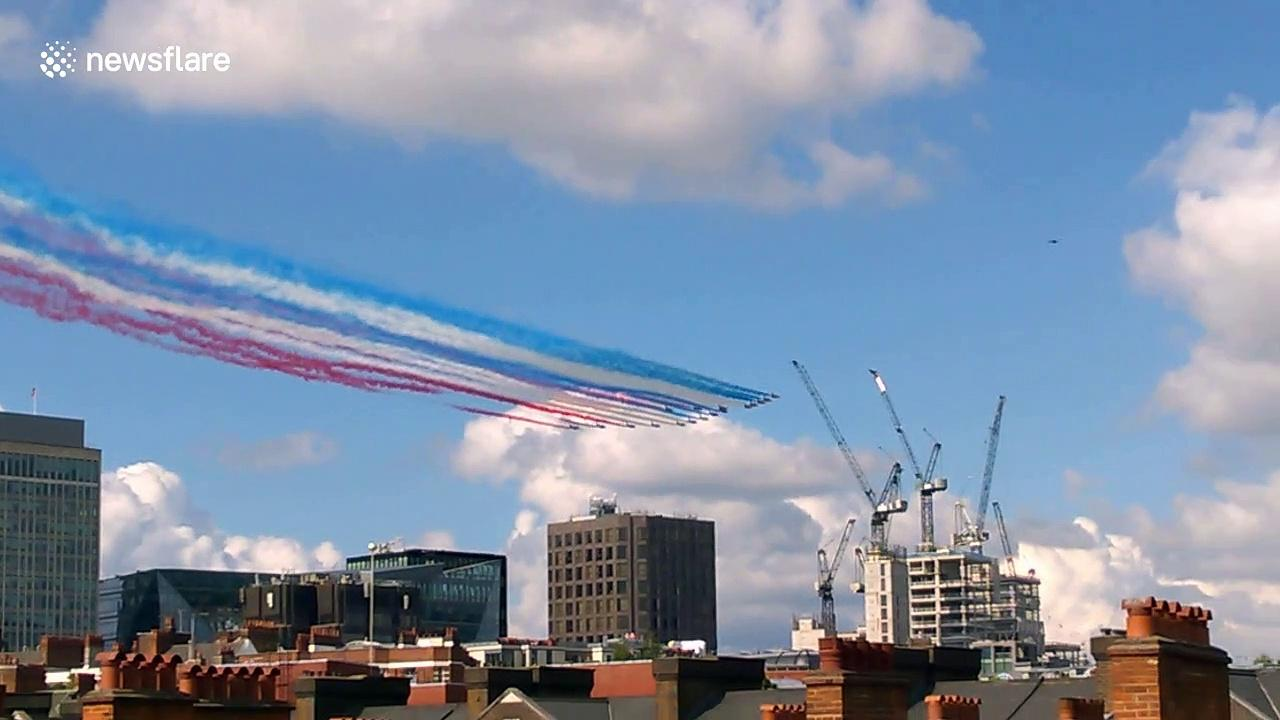 Red Arrows perform flyby to mark 80th anniversary of French Resistance