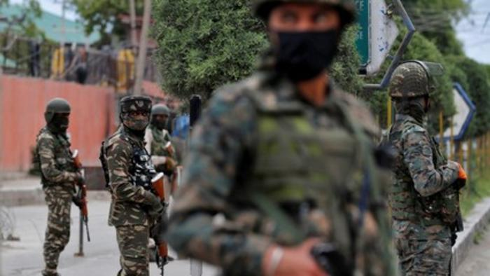 Kashmir police bury slain rebels, won't hand over bodies to families
