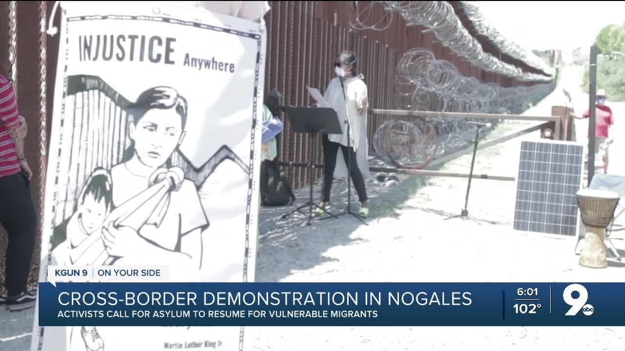 Demonstration in Nogales for migrants seeking asylum