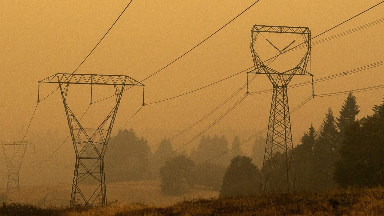 Investors Dump Utility Company Amid Reports It Might Have Sparked Oregon Wildfire