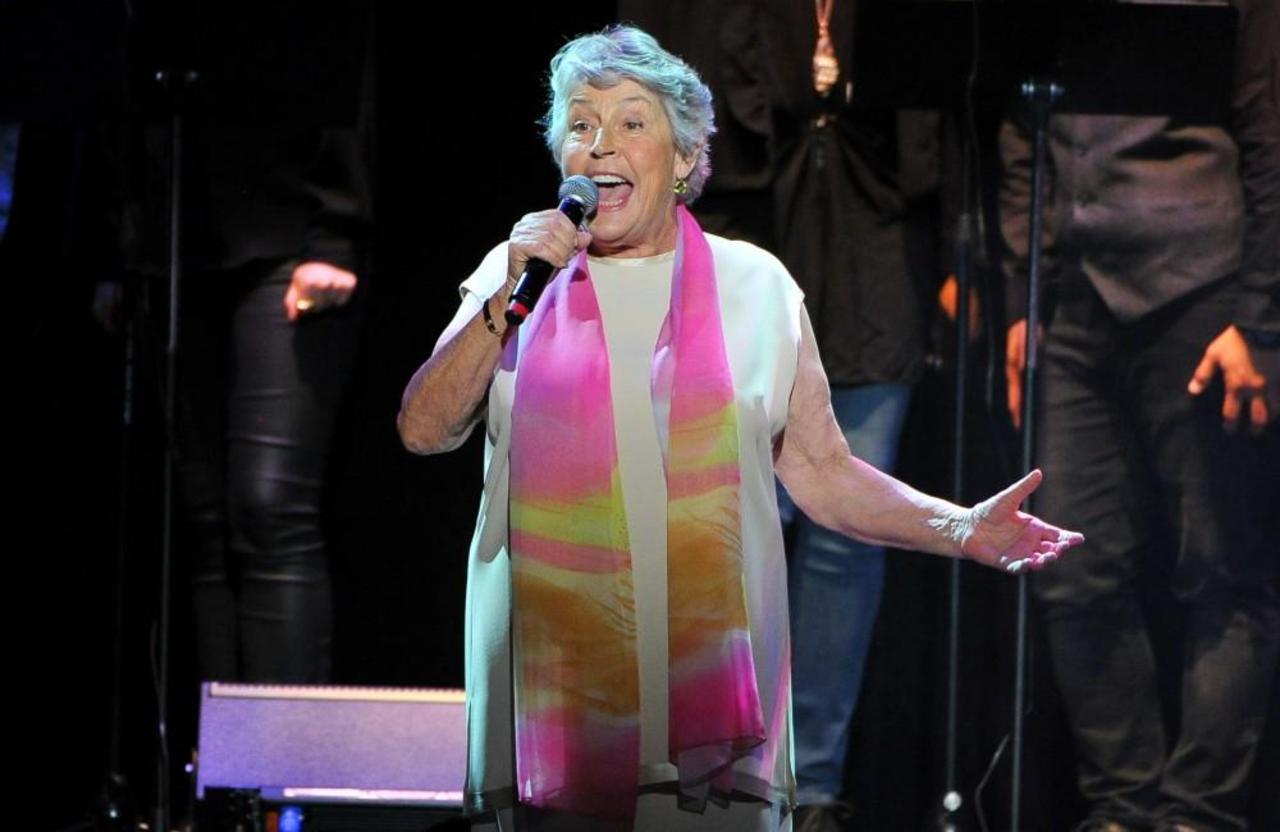 I Am Woman Singer Helen Reddy Dies, Aged 78 - CelebrityKind